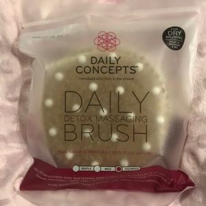 NWT Daily Concepts Dry Brush